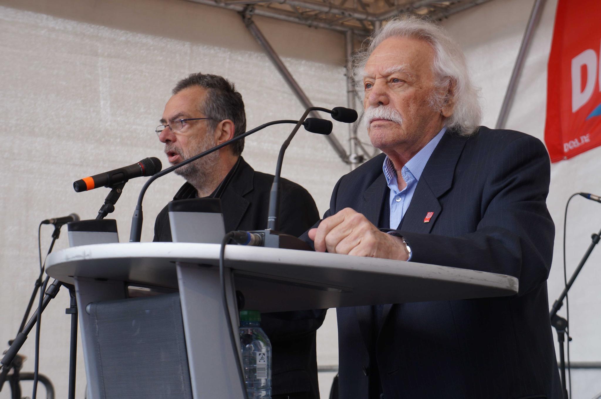 Manolis Glezos am Rednerpult