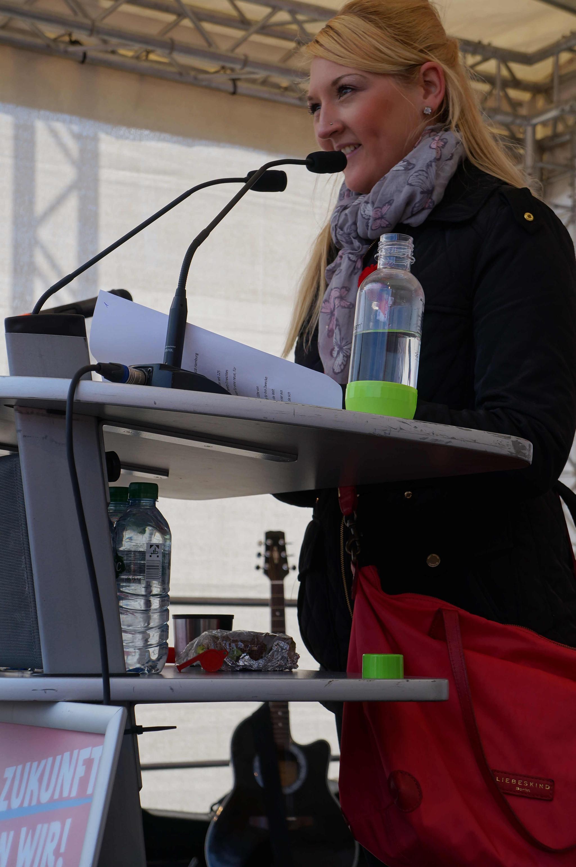 Stefanie Holtz spricht für die Jugend