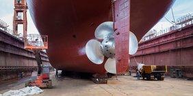 Nahaufnahme Schiff in Werft