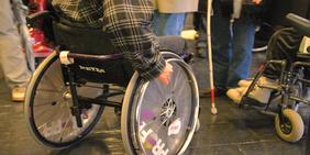 Rollstuhlfahrer Behinderte Schwerbehinderte Einschränkung Mobilität Verkehr