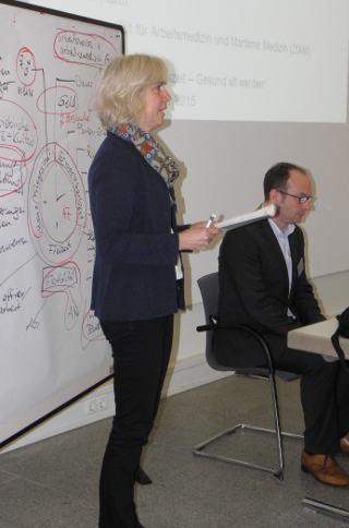 Petra Heese vom DGB Hamburg bei der Moderation