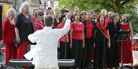 Der Chor bei einer Aufführung 2008