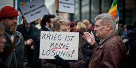 Antikriegsdemonstranten beim Ostermarsch