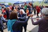 Der 92jährige Manolis Glezos tanzt am Ende sogar noch Sirtaki